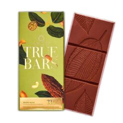 TRUE BAR - MIXED NUTS MILK CHOCOLATE A true bar from Smoor, the Mixed nuts Milk Chocolate Bar has 33.6 % of milk chocolate. making it a truly delectable indulgence for someone with a penchant for creamy chocolate with the goodness of mixed nuts. 1